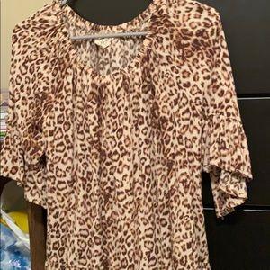 Flowy 3/4 sleeve leopard top